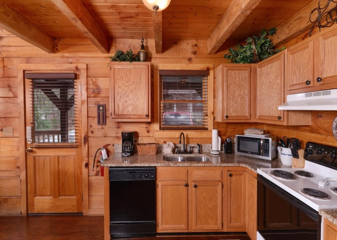 Pigeon Forge Cabin- American Dream – Kitchen