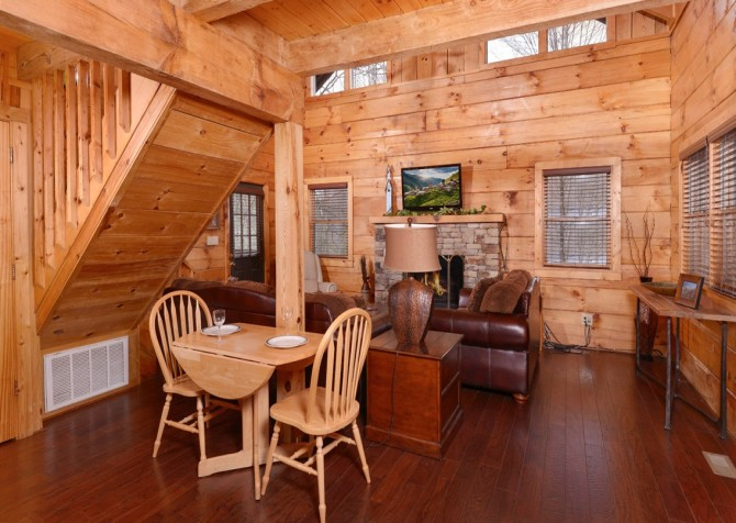 Pigeon Forge Cabin- American Dream – Dining Room