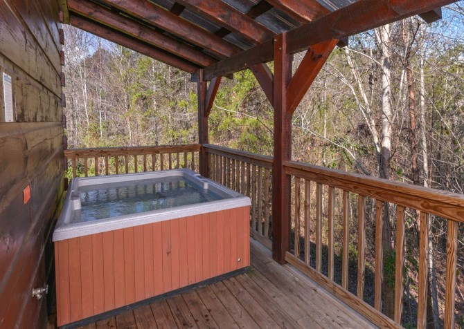 Pigeon Forge Cabin- American Dream – Outdoor Hot Tub