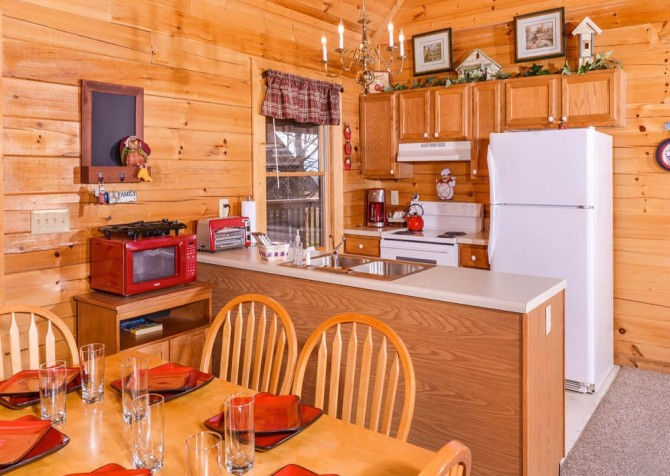 Pigeon Forge Cabin- American Eagle – Kitchen