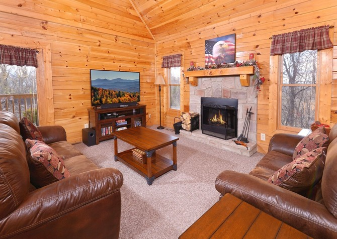Pigeon Forge Cabin- American Eagle – Living Room