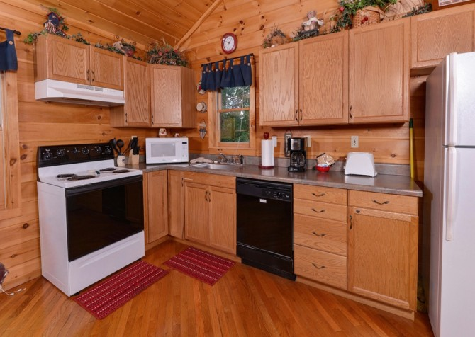 Pigeon Forge Cabin- American Pride – Kitchen