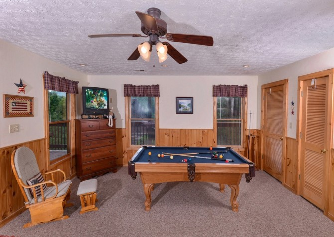 Pigeon Forge Cabin- American Pride – Pool Table