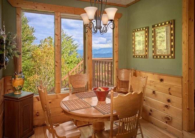 Pigeon Forge Cabin- An Unforgettable Cabin – Dining Area