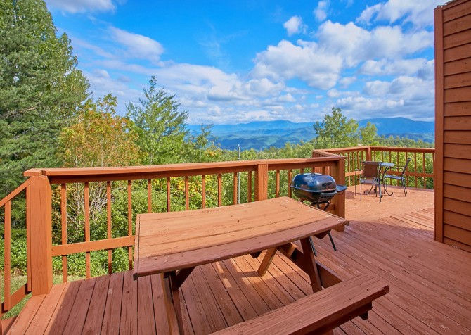 Pigeon Forge Cabin- An Unforgettable Cabin – Picnic Area