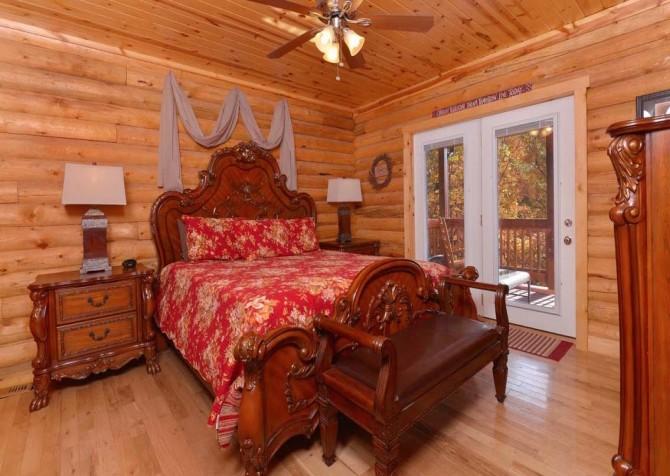 Pigeon Forge Cabin- Applewood Manor – Bedroom 1