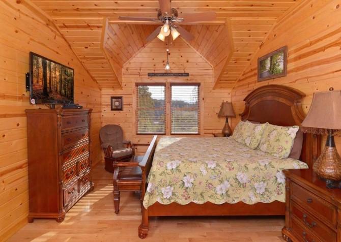 Pigeon Forge Cabin- Applewood Manor – Bedroom 4