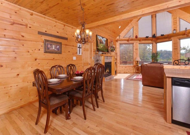 Pigeon Forge Cabin- Applewood Manor – Dining Room