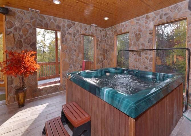 Pigeon Forge Cabin- Applewood Manor – Indoor Hot Tub