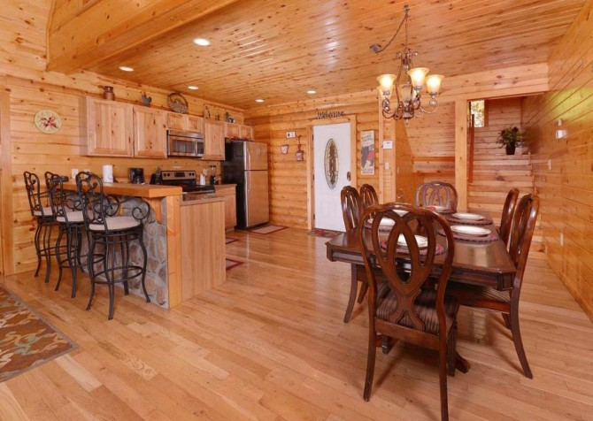Pigeon Forge Cabin- Applewood Manor – Kitchen - Dining Room