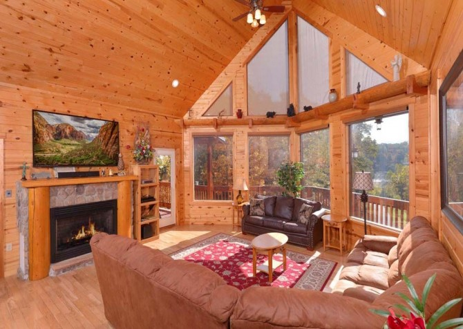 Pigeon Forge Cabin- Applewood Manor – Living Room