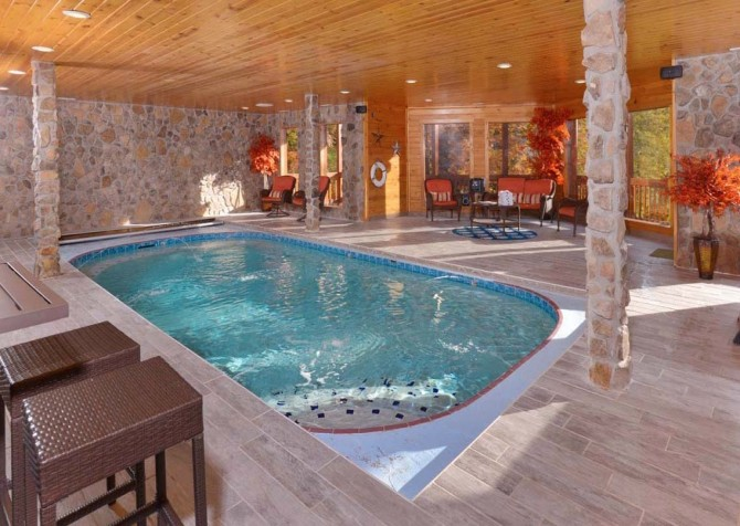 Pigeon Forge Cabin- Applewood Manor – Indoor Private Pool