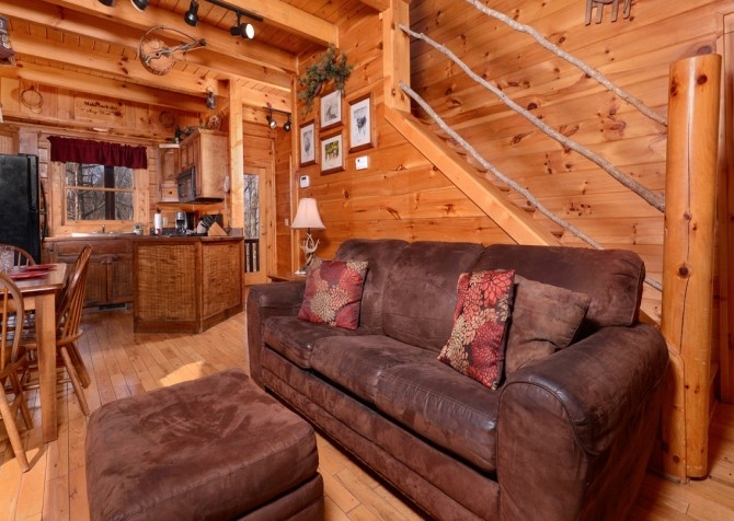 Pigeon Forge Cabin- Arbor Place – Living Room