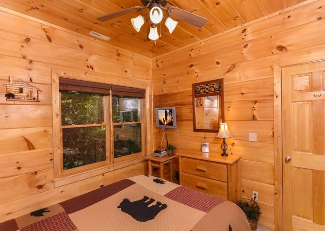 Pigeon Forge Cabin -Awesome Getaway and a Theater – Bedroom 2