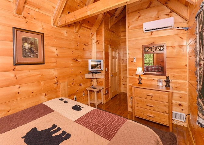 Pigeon Forge Cabin -Awesome Getaway and a Theater – Bedroom 3