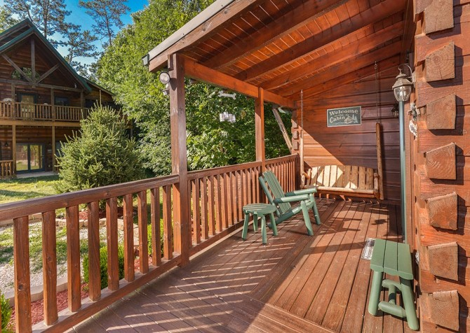 Pigeon Forge Cabin -Awesome Getaway and a Theater – Outdoor Sitting Area