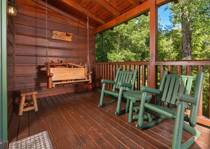 Pigeon Forge Cabin -Awesome Getaway and a Theater – Outdoor Swing