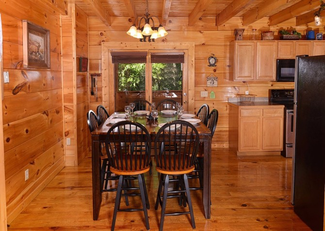 Pigeon Forge Cabin -Awesome Getaway and a Theater – Dining Area
