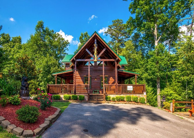 Pigeon Forge Cabin -Awesome Getaway and a Theater – Front Exterior