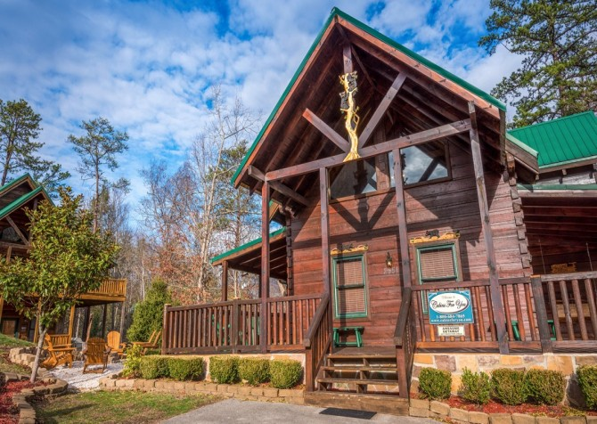 Pigeon Forge Cabin -Awesome Getaway and a Theater – Exterior
