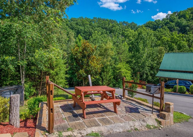 Pigeon Forge Cabin -Awesome Getaway and a Theater – Outdoor Picnic Area