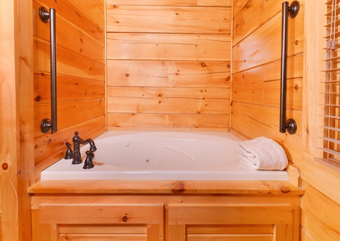 Pigeon Forge Cabin- Awesome Views Mountain Retreat– Indoor Jetted Tub
