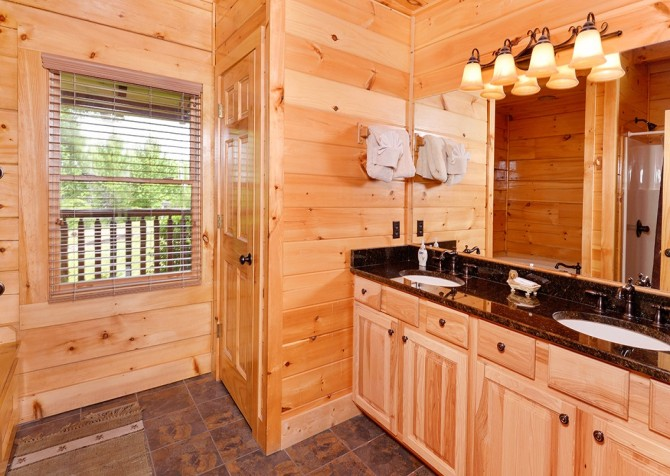 Pigeon Forge Cabin- Awesome Views Mountain Retreat– Bathroom 1
