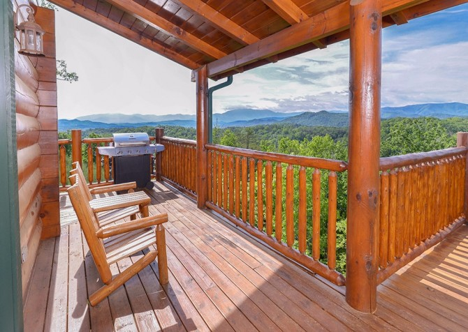 Pigeon Forge Cabin- Awesome Views Mountain Retreat– Deck Grill