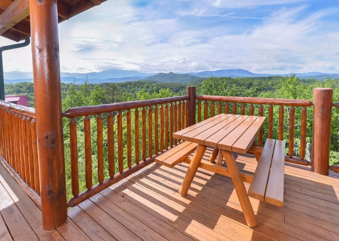 Pigeon Forge Cabin- Awesome Views Mountain Retreat– Deck Picnic Area