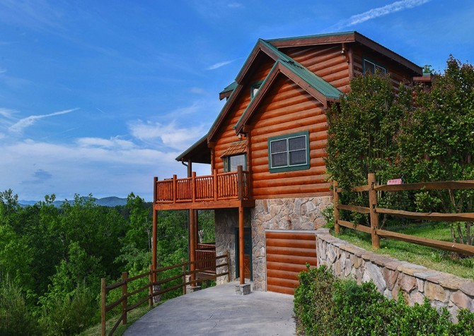 Pigeon Forge Cabin- Awesome Views Mountain Retreat– Exterior