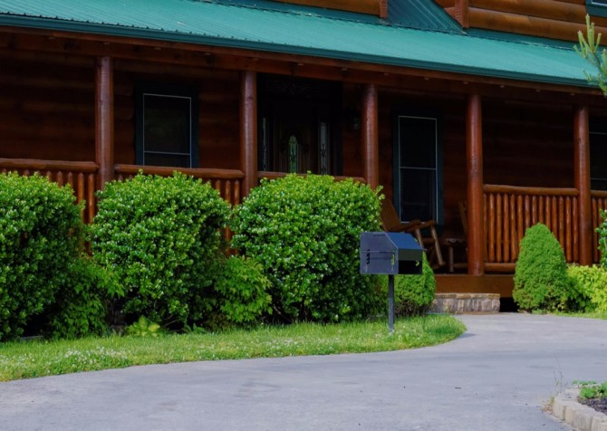 Pigeon Forge Cabin- Awesome Views Mountain Retreat– Front Picnic Grill