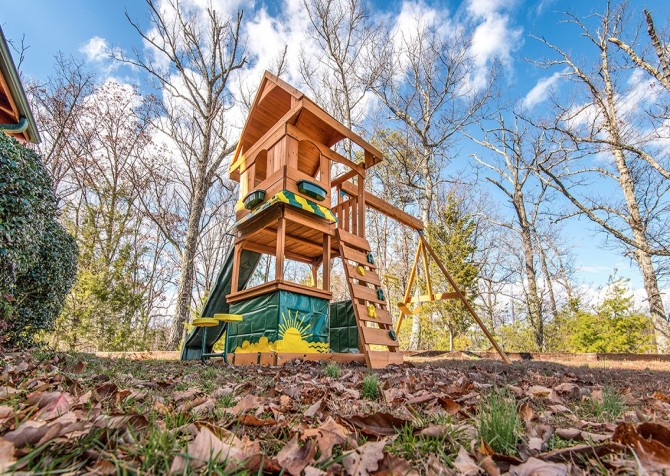 Pigeon Forge Cabin- Awesome Views Mountain Retreat– Playground