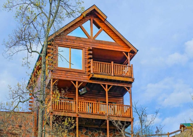 Pigeon Forge Cabin- Awesome Views and a Theater – Exterior