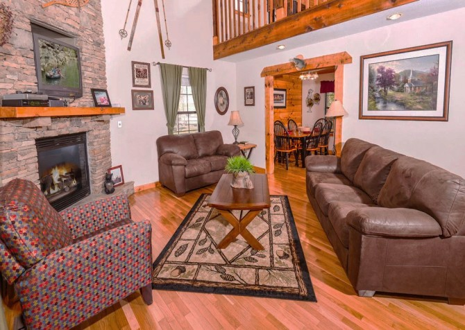 Pigeon Forge Cabin - River Retreat - Living Room