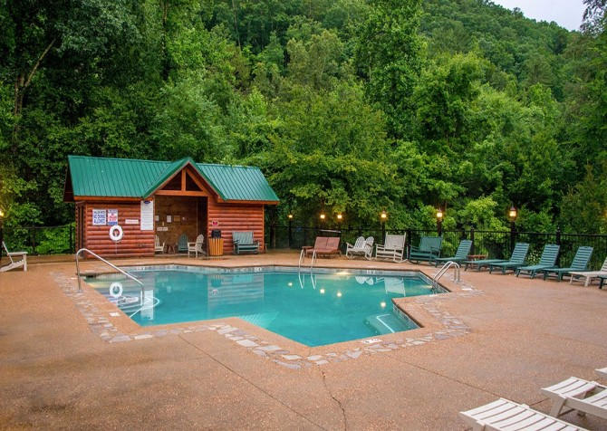 Smoky Cove Resort - Community Outdoor Pool