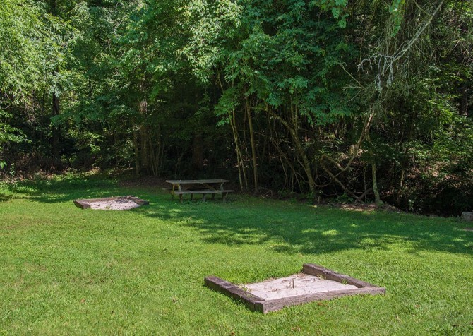 Smoky Cove Resort - Horseshoe Pit