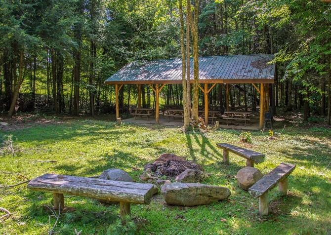 Smoky Cove Resort - Picnic Table