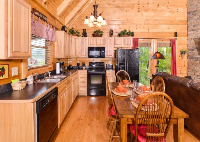 Pigeon Forge - A Bear Creek Crib - Kitchen