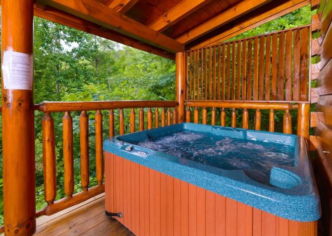 Pigeon Forge - A Bear Creek Crib - Hot Tub