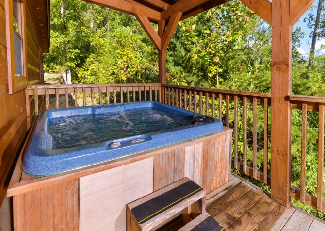 Pigeon Forge - A Bearz Haven - Hot Tub