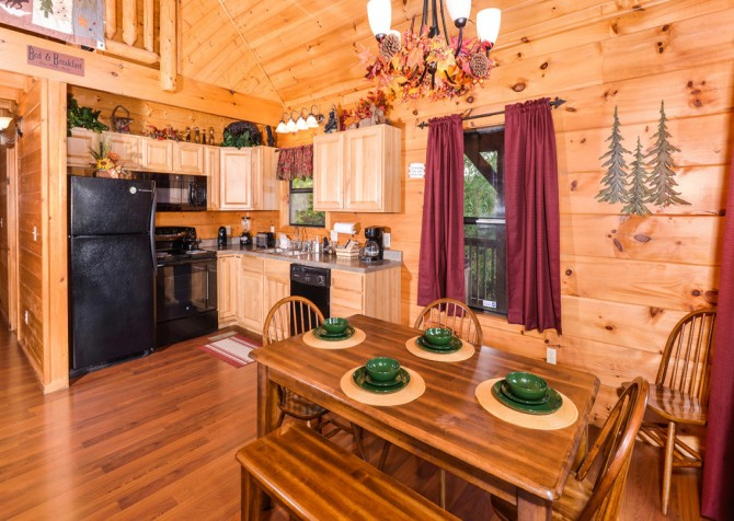Pigeon Forge - A Bearz Haven - Dining Room