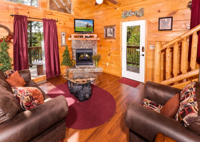 Pigeon Forge - A Bearz Haven - Living Room