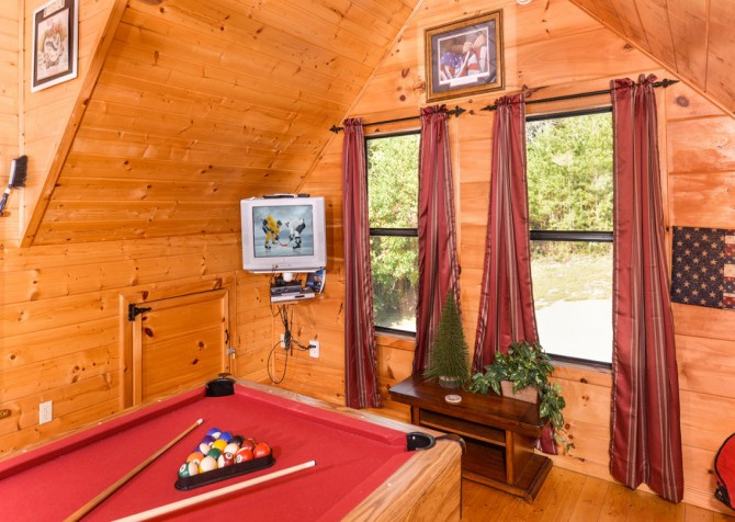 Pigeon Forge - A Bearz Haven - Gameroom