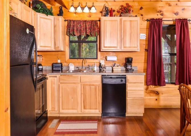 Pigeon Forge - A Bearz Haven - Kitchen