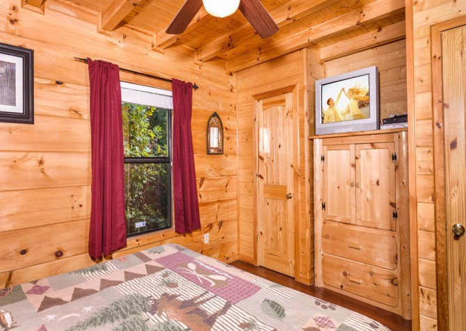 Pigeon Forge - A Bearz Haven - Bedroom 2