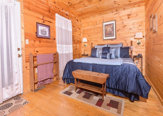 Pigeon Forge - A Cheerful Hear - Bedroom