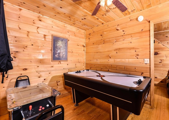 Pigeon Forge - A Cheerful Hear - Gameroom