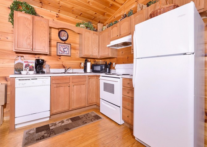 Pigeon Forge - A Cheerful Hear - Kitchen