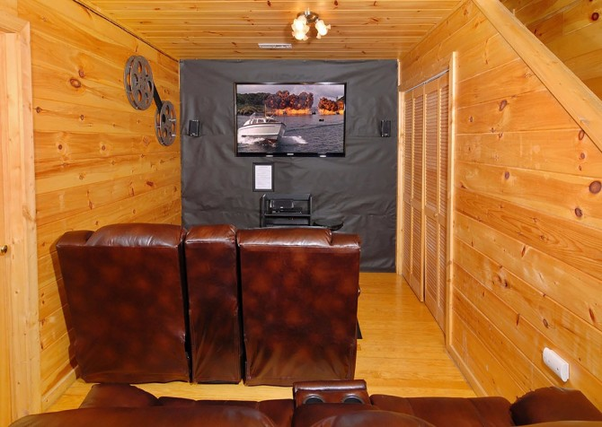 Pigeon Forge - A Cheerful Hear - Theater Room