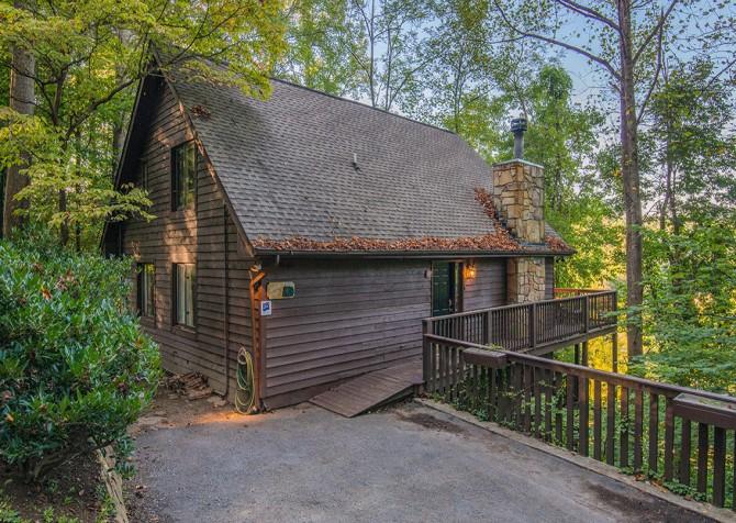 Gatlinburg Cabin - Aaron's Lodge - Exterior
